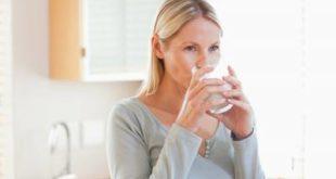 Врачи запретили пить воду во время употребления пищи